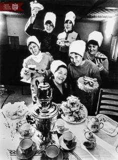 """Membrii clubului """"Gospodina"""" din satul Cornești, raionul Ungheni, martie 1980, indice: 1/27038, autor - Iu. Zenin"""