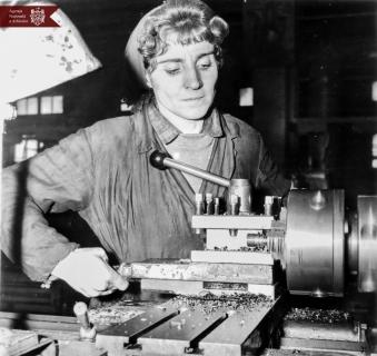 Ecaterina Dațeva, strungar la Uzina electromecanică din or. Bălți, deputat în sovietul orășenesc, delegat la Congresul al II-lea al femeilor din RSSM,  25.02.1968, indice: 1-5451, autor - N. Maiorov