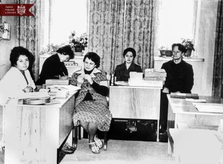 Angajații Direcției documente cinematografice și audiovizuale din cadrul arhivei. De la stânga la dreapta: S. A. Tuhari, T. N. Șleapnicova, G. F. Volcova, S. P. Podgurschii și S. A. Copalșic, anul 1978, or. Chișinău, indice: 17-362
