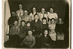 """Imagine cu elevii la școală. Basarabia, Regatul României, 20 februarie 1935. Sursa: Iovu Arina, cl. a IX """"D"""", IPLT """"Gh. Asachi"""""""