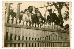 """Imagine cu un ofițer de marină. Galați, Regatul României. 15 august 1943. Sursa: Matei Richiard, cl. a XI """"A"""", IPLT """"Gh. Asachi"""""""