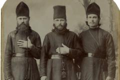 """Un grup de călugări. Basarabia, Regatul României. Sursa: Mihai Flavia, cl.  a XII """"D"""", IPLT """"Gh. Asachi"""""""