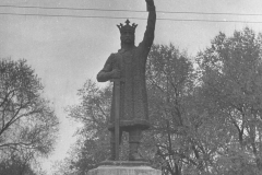 """Aspectul monumentului """"Ștefan cel Mare"""", pe postament nou, sculptor Alexandru Plămădeală."""