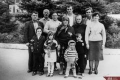 A. V. Perju, împreună cu copii și nepoții săi, participanți la Adunarea mamelor cu mulți copii din raionul Râșcani. Anul 1988. Foto: Rotari. Sursa: Agenția Națională a Arhivelor, DGAN, Fototeca: c.a. 1-25056