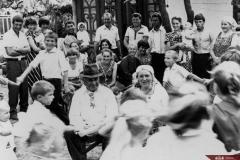 Familia Stan din satul Mândrești, raionul Telenești. Anul 1987. Foto: Mihai Potârniche. Sursa: Agenția Națională a Arhivelor, DGAN, Fototeca: c.a. 1-26200